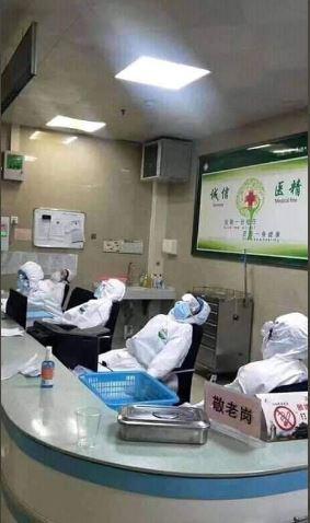 infirmiers-chinois-fatigués
