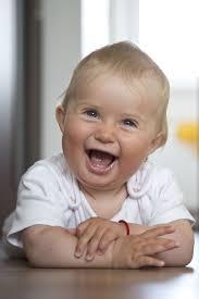 bebe sourit chatouille enfant